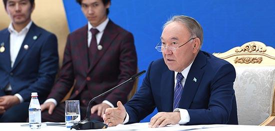 Нұрсұлтан Назарбаев Елбасы Қоры сыйлығының лауреаттары мен талантты жастармен кездесті